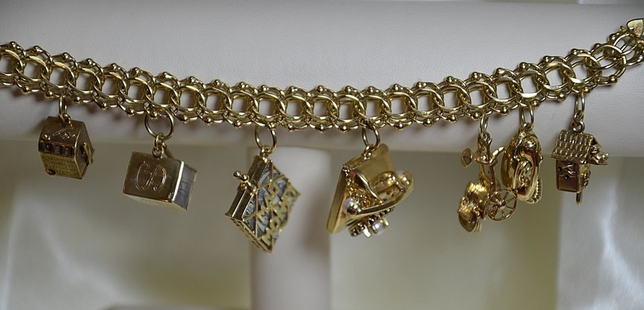 charm bracelet, gold, charms, we buy pre-owned jewelry, fine jewelry, jewelers in NJ,