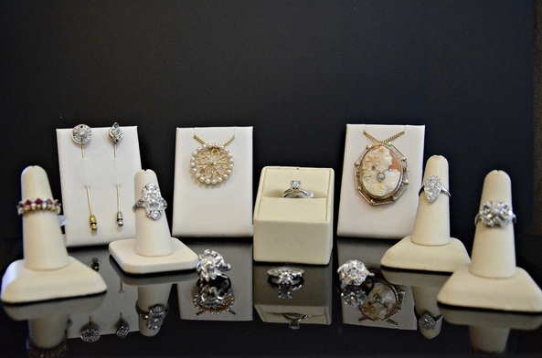 Gorgeous, pre-owned jewelry, diamonds, gold, rings, bracelets, pins, necklaces, fine jewelry, local jewelers in NJ, vintage, estate, antique,